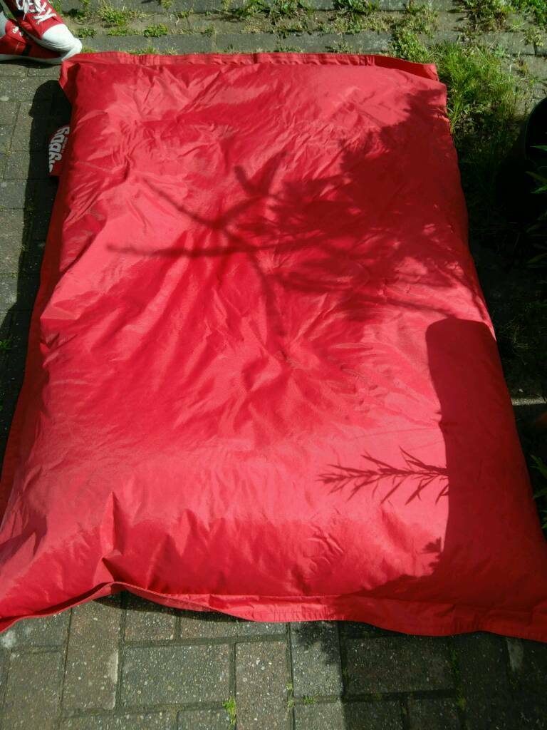 Beanbag. Big boy make. Giant and in great condition. Great for kids or adultsin Coventry, West MidlandsGumtree - Giant beanbag, seriously huge. Very comfy and wipe clean so great for kids and adults and outdoor use. Perfect for the garden.Approximately 5 foot by 3 foot