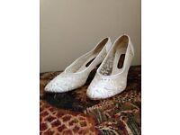 Roland Cartier White Lace Shoes - Size 5