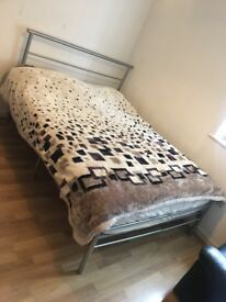 Spacious double bedroom for a single person