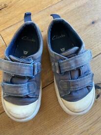 7F navy Clarkes shoes