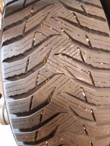 4 pneus d'hiver 235/65/17 Kumho Winter Craft Ice WI3I,15% d'usure, 11-11-9-9/32 de mesure.