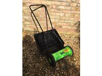Hand pushed lawn mower with cutting box