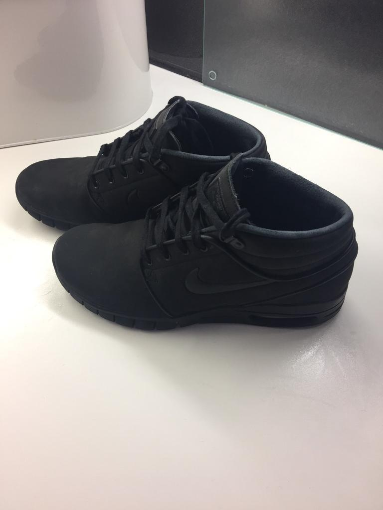 NIKE BOOTS. WORN ONCE SIZE 6