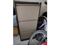 Metal filing cabinet - FREE TO A GOOD HOME