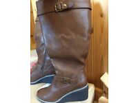 Ladies brown size 7 boots (curvier calf).