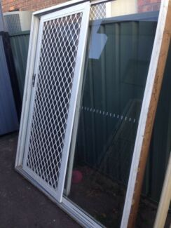 White aluminium sliding door