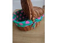 Beautiful Pinic Basket. Never been used.