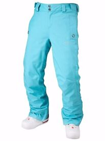 Ladies Ski/Snowboard Pants Size M (12) in a beautiful tourquise colour excellent quality.
