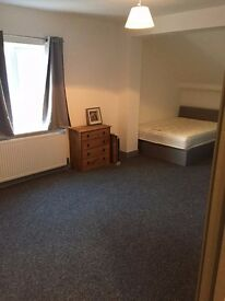 Very large en suite room to rent in central Guildford