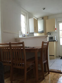 Great double room in clean & tidy house share £335pcm incl bills Bonhay Road EX4 4BL