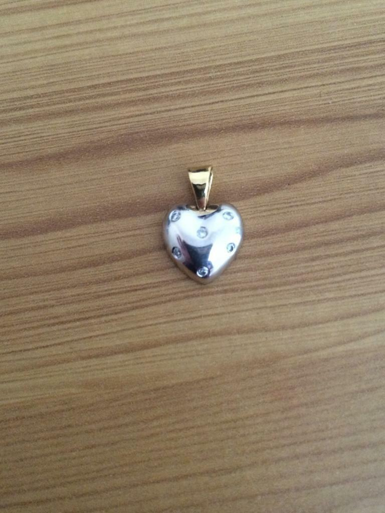 18ct white gold heart pendant with diamonds