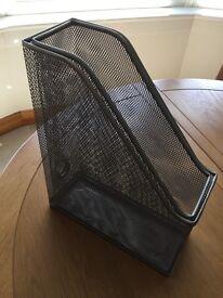 Metal mesh magazine racks