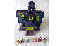 Scooby Doo Mystery Mansion with Goo Turret, Includes 7 Figures