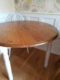 Beautiful shabby chic 4 seat round table