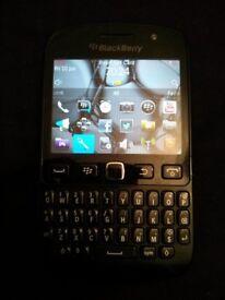 Mint Like New Bargain Unlocked Black BlackBerry Bold 9720 Samoa Touch Screen Phone + Charger