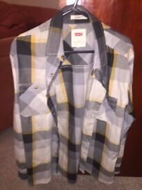 Men's Levi's checked shirt, never worn, Small, £10