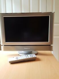 Panasonic TX-15LT2 15 inch LCD TV on stand with Remote control