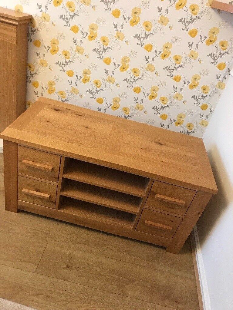 American knotty oak veneer tv unit