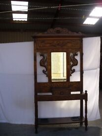 BEAUTIFUL ANTIQUE ENGLISH DARK OAK GOTHIC MIRRORED HALLSTAND WITH UMBRELLA STAND.