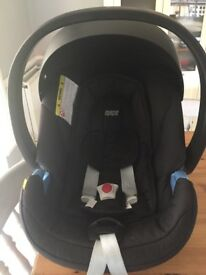 Mamas and Papas cyber atom car seat