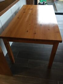 Dining table and 6 matching chairs. Solid pine