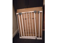 Great Condition! Tippitoes Narrow Swing Sut Child Safety Gate 68.5 - 73.5 cm