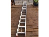 Extending aluminium ladder with stand off