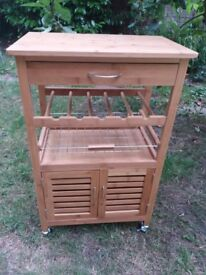 ***New*** Already assembled handy and stylish kitchen trolley