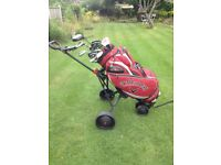 CLEVELAND GOLF CLUBS IN CALLAWAY BAG WITH 3 WHEEL TROLLEY