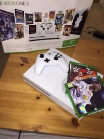 Xbox one s 1TB *MINT CONDITION* (BOXED)