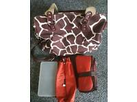 Oioi changing bag giraffe print