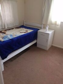 Lovely Single bedroom available near ISLEWORTH train station TW7 . Rent offered by Indian Couple