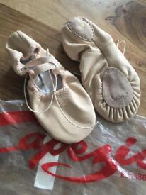 Capezio leather ballet shoes size Uk 2