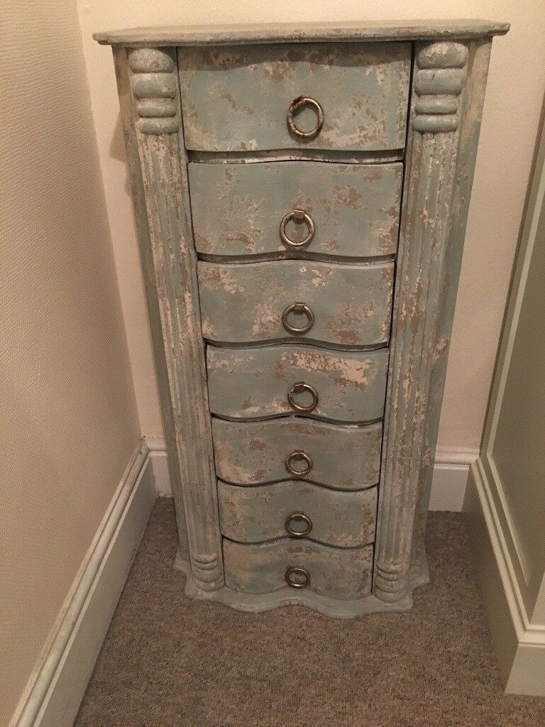 Like new shabby chic 7 drawer chest. Height