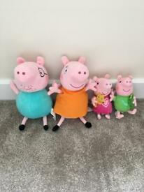 Peppa Pig Family Set of Cuddly Toy