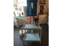 VINTAGE WOODEN OLD TEA TROLLEY ON WHEELS FOLDS UP WITH 2 POP OUT TRAYS SHABBY CHIC QUALITY