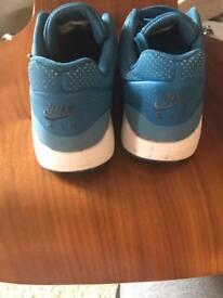 Nike air trainers very good condition