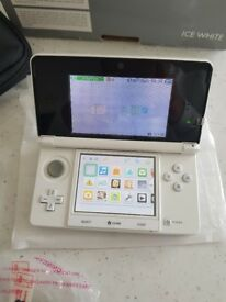 White Nintendo 3DS immaculate condition boxed with instructions charger and carry case