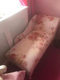 Lounger floral and white