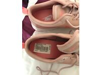 Ladies pink Nike trainers never been worn! Would like £80 please as I paid £90