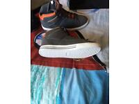 Men's size 6 brand new trainers