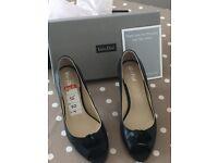 VanDal shoes. Black leather size 7
