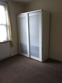 Medium Room Available Now in Lovely House, Wandsworth