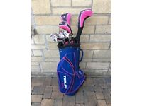 Ladies Dunlop tour right hand golf club set and bag