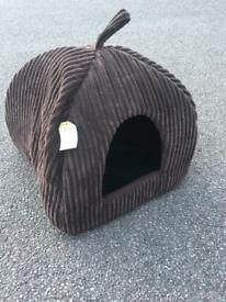 Cat house/cat den