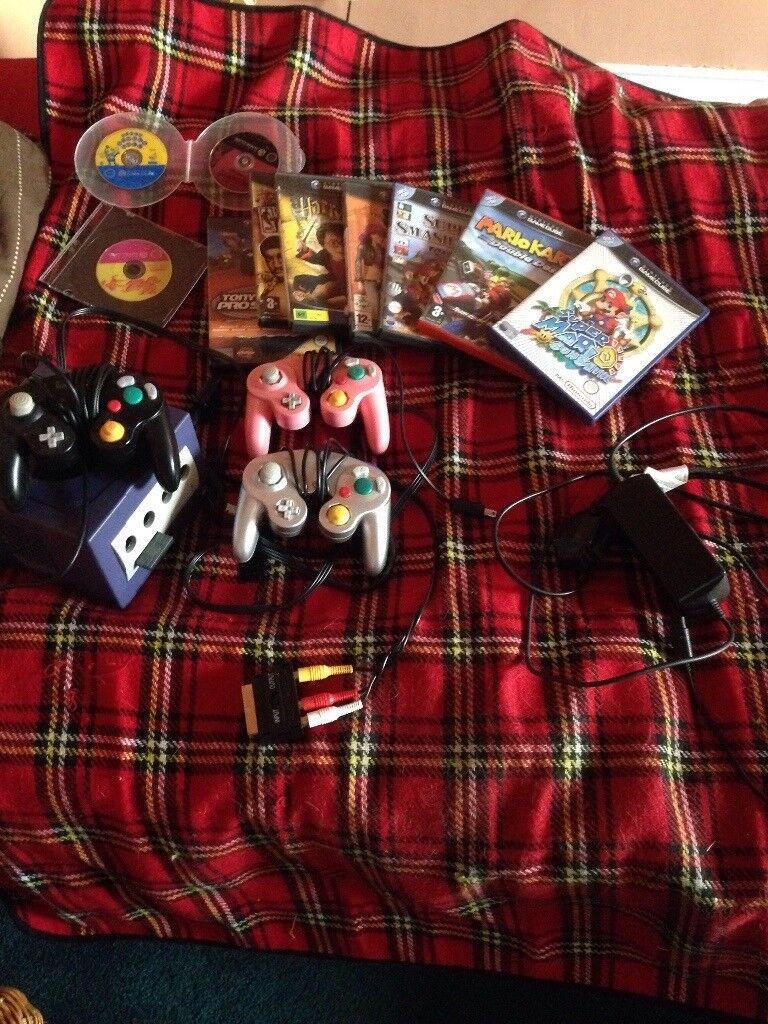 Gamecube+12 games+3 controllers (mario kart, super smash bros, super mario sunshine)
