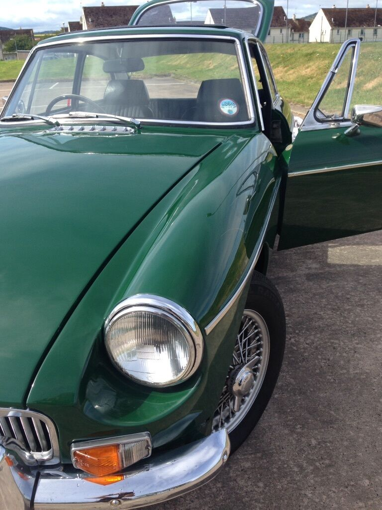 Fantastic Classic MGB GT 1971, wires, sunroof, British racing green ...