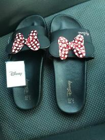 Disney Minnie Mouse sliders size 6