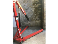 engine hoist has 4position settings and very new used 1 time collapsable and very easy to store