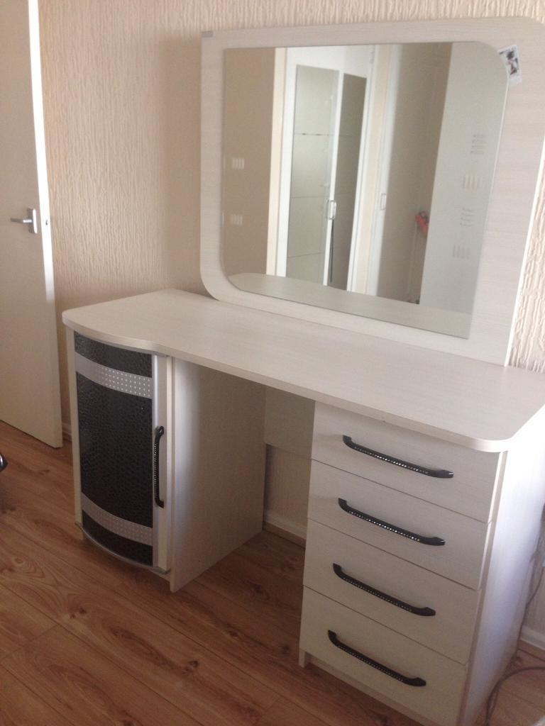 Modern dressing table with mirror - Beautiful Modern Dressing Table With Mirror Stool